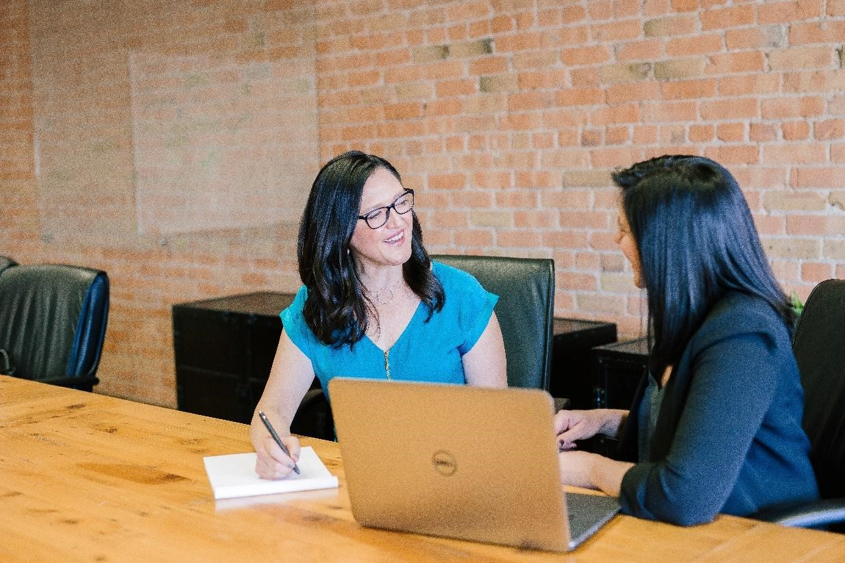 """""""Reverse Mentoring: a solution to bridge the age gap in the workplace"""""""